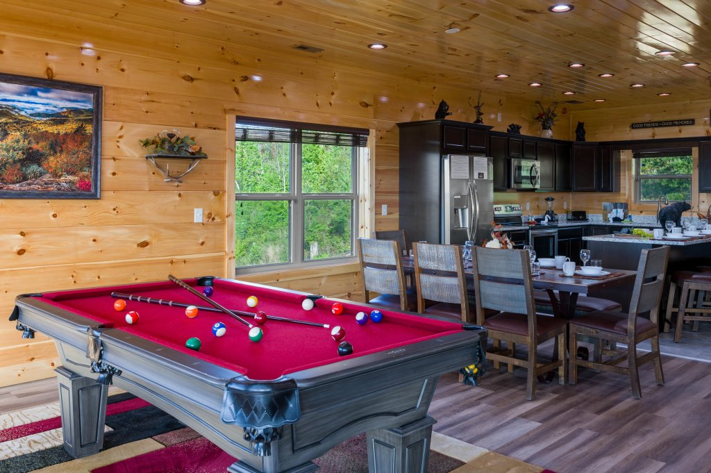 Photo of a Sevierville Cabin named Firefly Escape - This is the sixty-ninth photo in the set.