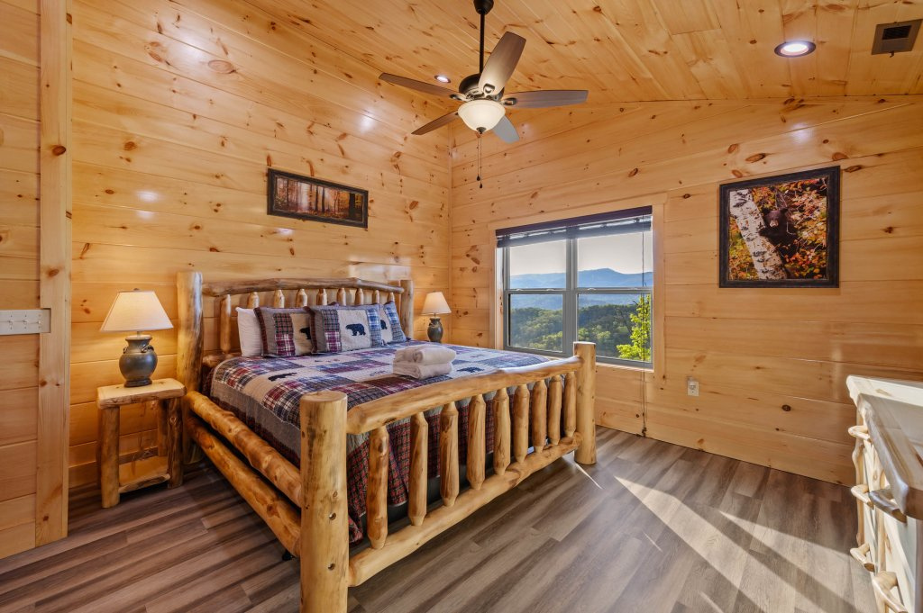 Photo of a Sevierville Cabin named Firefly Escape - This is the fifty-eighth photo in the set.