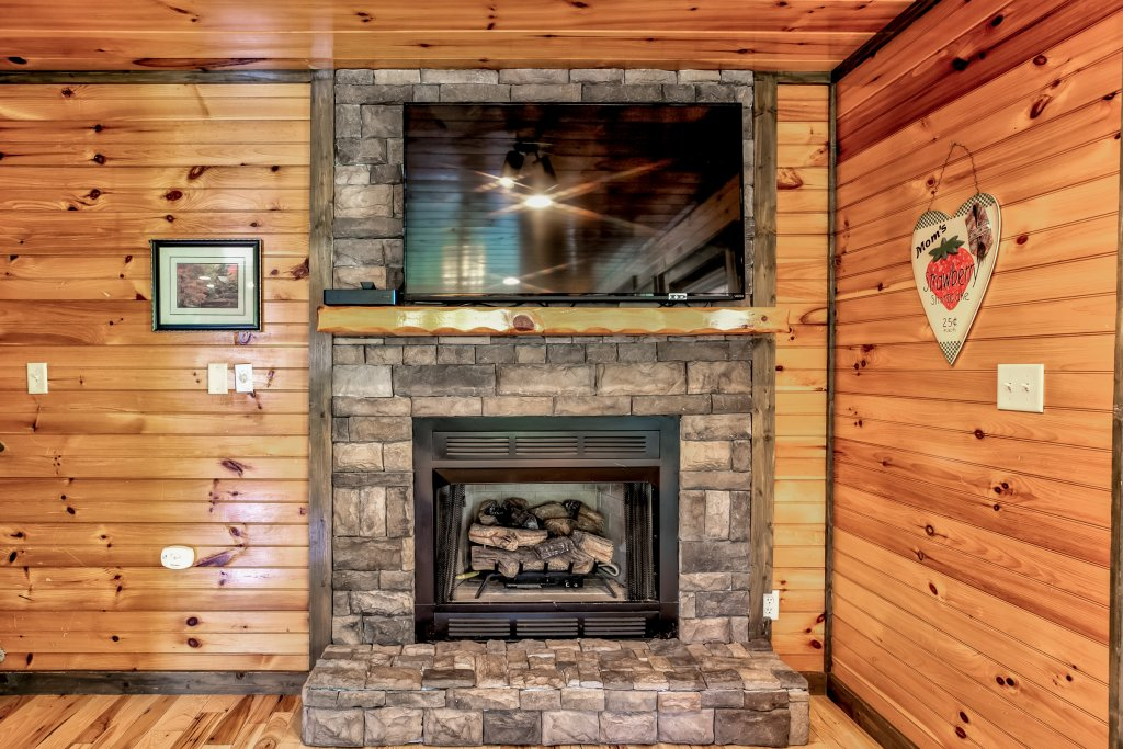 Photo of a Gatlinburg Cabin named Bear's Wilderness Lodge - This is the fifty-second photo in the set.