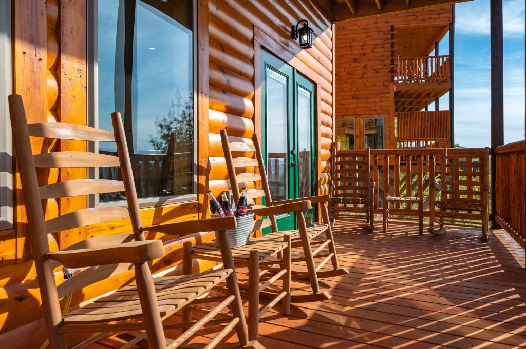 Photo of a Sevierville Cabin named Firefly Escape - This is the ninety-eighth photo in the set.