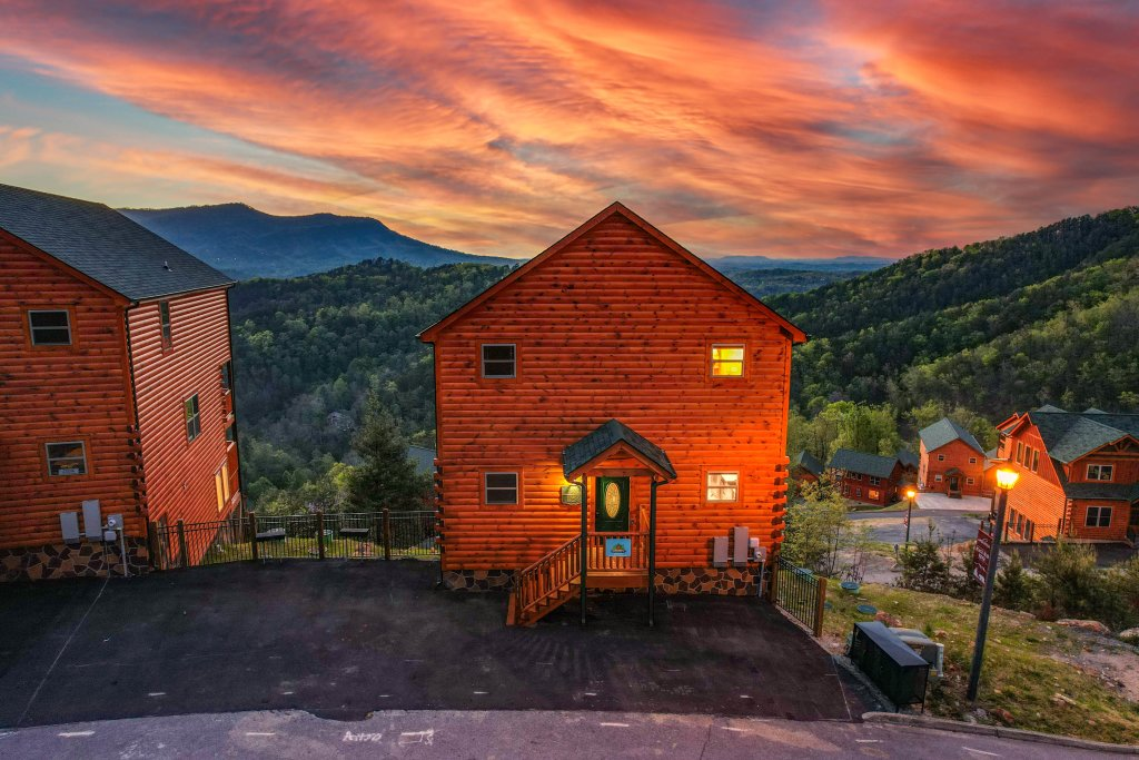 Photo of a Sevierville Cabin named Firefly Escape - This is the one hundred and fourth photo in the set.