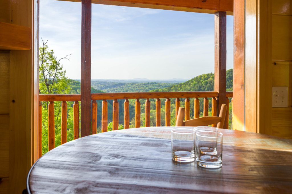 Photo of a Sevierville Cabin named Firefly Escape - This is the seventy-second photo in the set.
