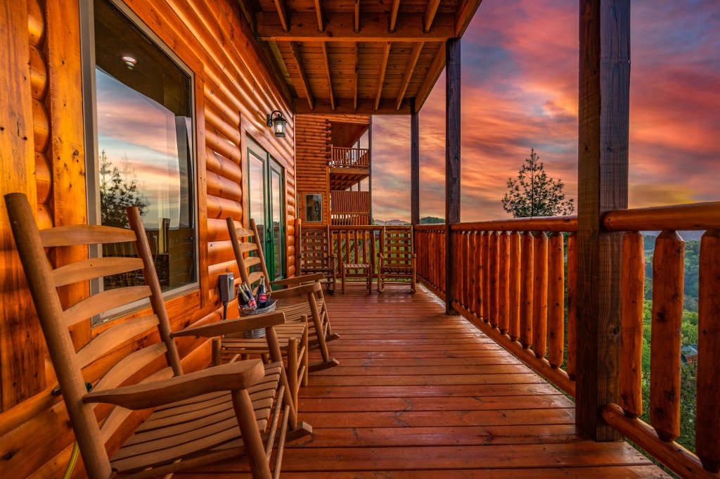 Photo of a Sevierville Cabin named Firefly Escape - This is the eighty-ninth photo in the set.