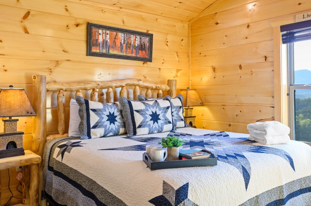 Photo of a Sevierville Cabin named Firefly Escape - This is the fifty-fourth photo in the set.