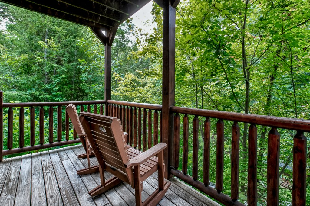 Photo of a Gatlinburg Cabin named Bear's Wilderness Lodge - This is the thirty-third photo in the set.