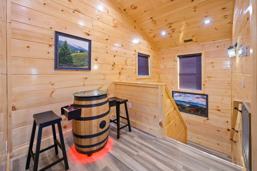 Photo of a Sevierville Cabin named Firefly Escape - This is the eighty-first photo in the set.
