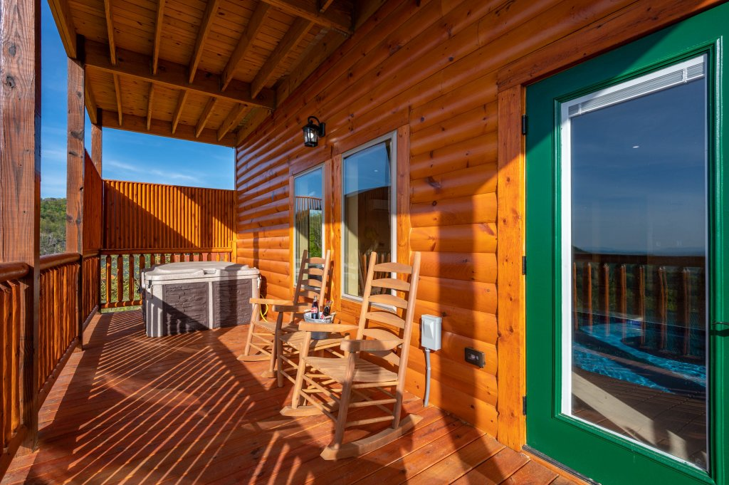 Photo of a Sevierville Cabin named Firefly Escape - This is the ninety-sixth photo in the set.