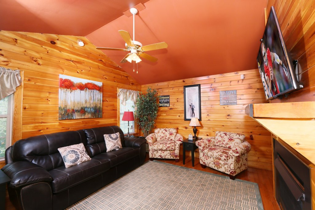 Photo of a Pigeon Forge Cabin named Pine Needles (#6) - This is the third photo in the set.