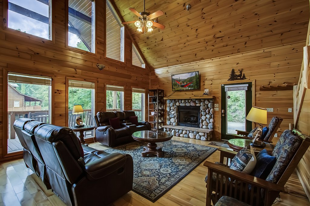 Photo of a Gatlinburg Cabin named Hillbilly Hilton #525 - This is the fifth photo in the set.