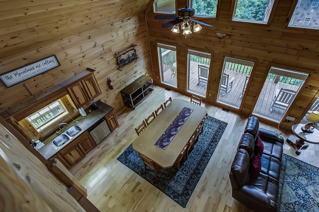 Photo of a Gatlinburg Cabin named Hillbilly Hilton #525 - This is the seventh photo in the set.