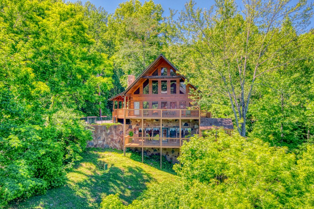 Photo of a Gatlinburg Cabin named Hillbilly Hilton #525 - This is the first photo in the set.