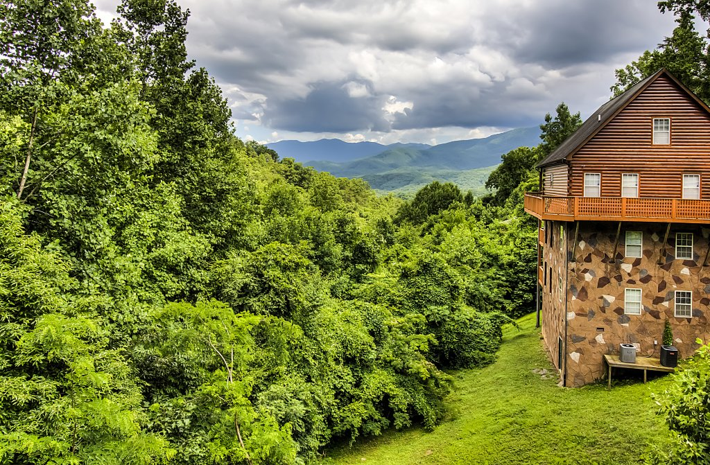 Photo of a Gatlinburg Cabin named Hillbilly Hilton #525 - This is the fortieth photo in the set.