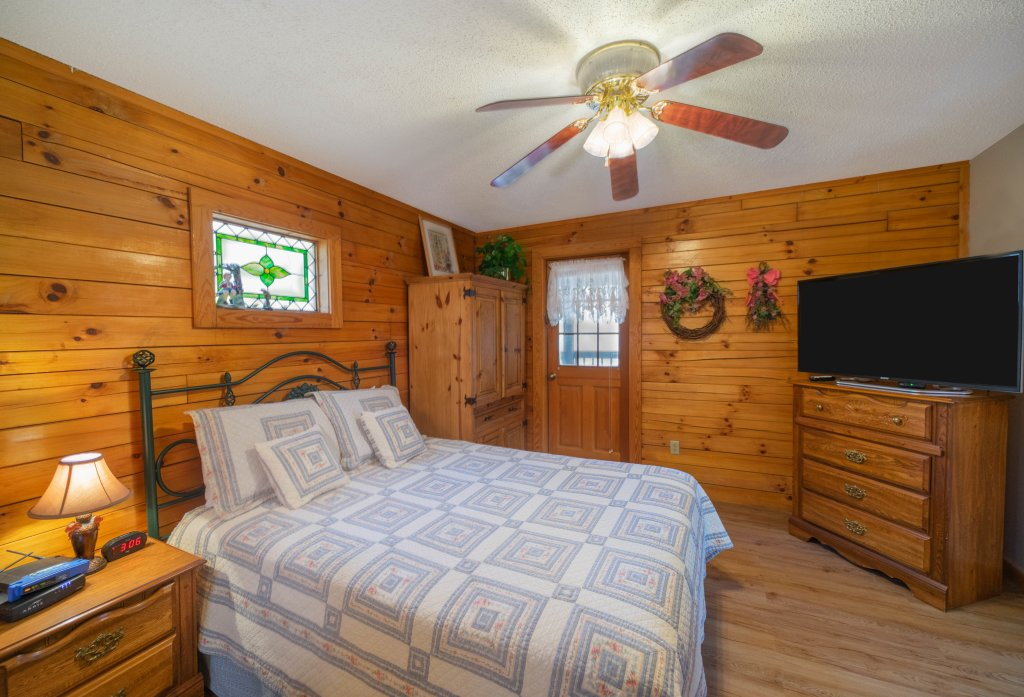 Photo of a Pigeon Forge Cabin named  Fryemont - This is the fifth photo in the set.