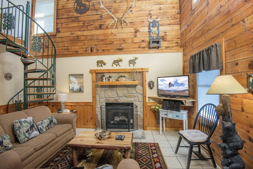 Photo of a Pigeon Forge Cabin named  Moose Manor - This is the third photo in the set.