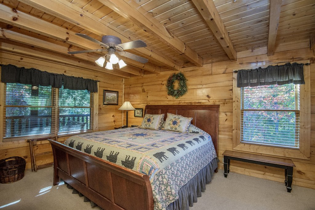 Photo of a Pigeon Forge Cabin named  Black Hawk Hideaway - This is the ninth photo in the set.