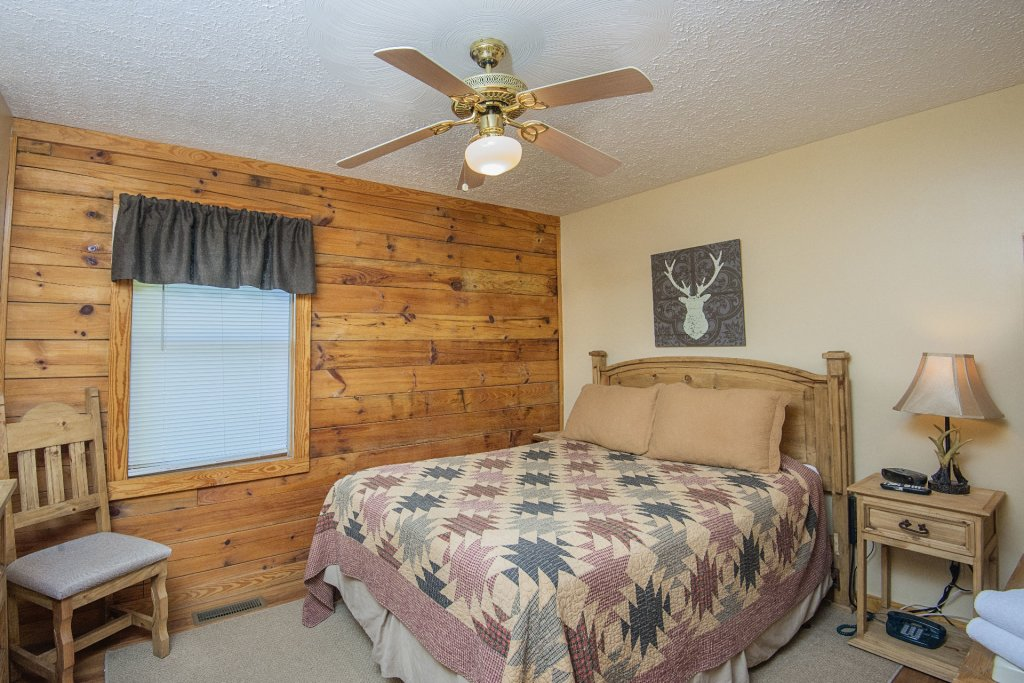 Photo of a Pigeon Forge Cabin named  Moose Manor - This is the twenty-ninth photo in the set.