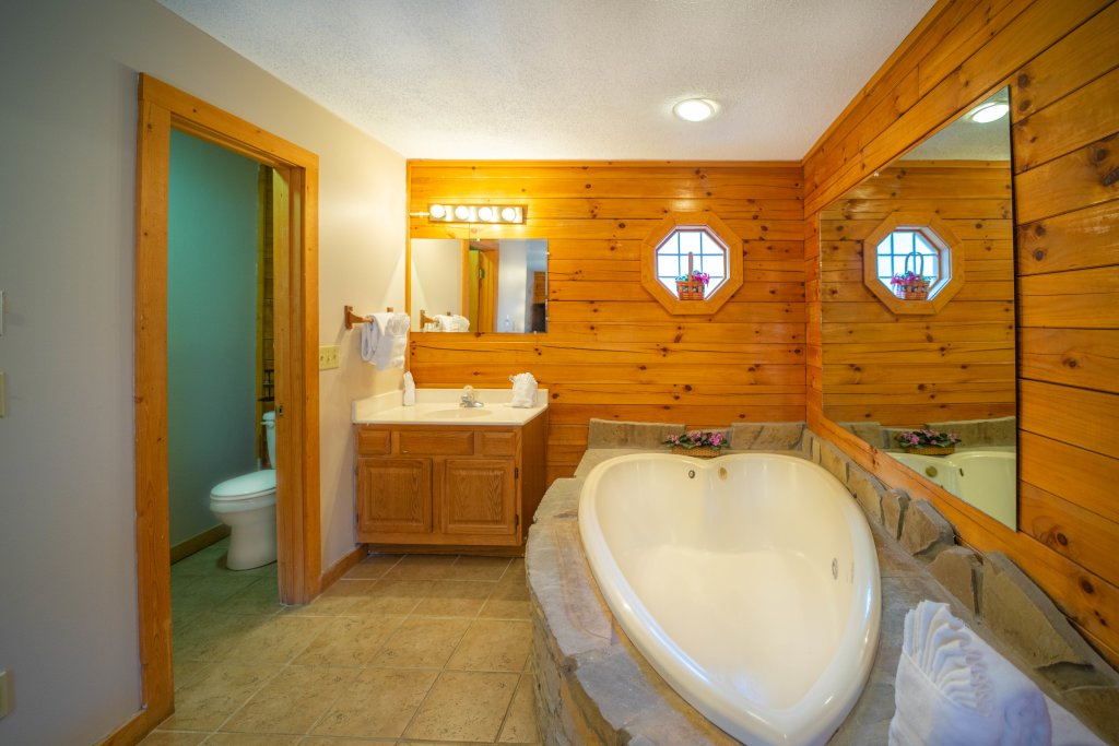 Photo of a Pigeon Forge Cabin named  Fryemont - This is the sixth photo in the set.