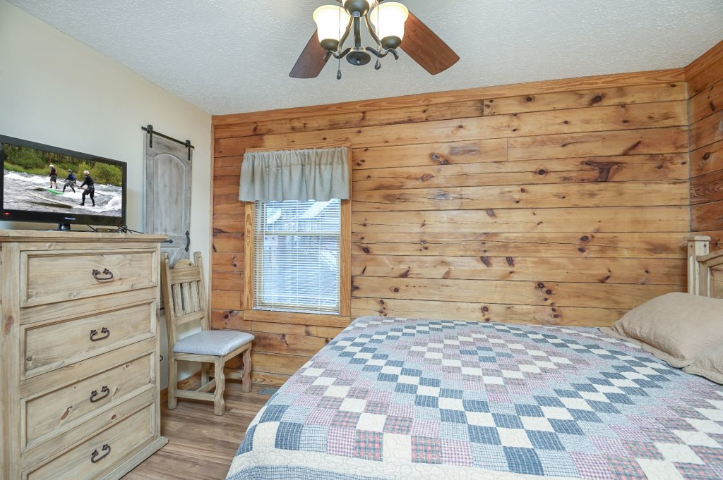Photo of a Pigeon Forge Cabin named  Moose Manor - This is the twenty-fifth photo in the set.