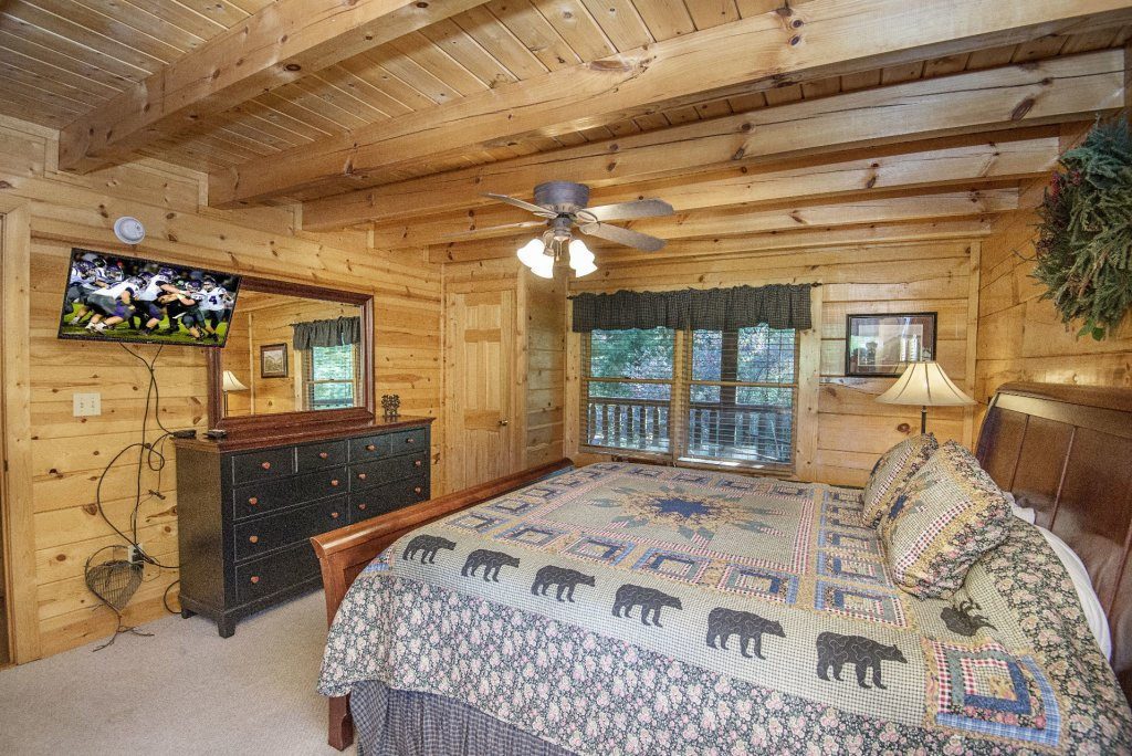 Photo of a Pigeon Forge Cabin named  Black Hawk Hideaway - This is the sixth photo in the set.