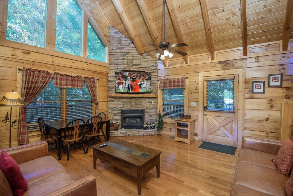 Photo of a Pigeon Forge Cabin named  Black Hawk Hideaway - This is the fourth photo in the set.
