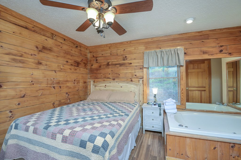 Photo of a Pigeon Forge Cabin named  Moose Manor - This is the twenty-fourth photo in the set.