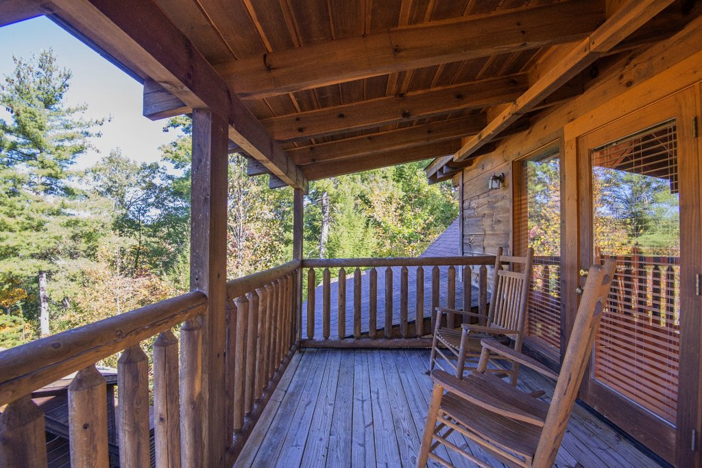 Photo of a Pigeon Forge Cabin named  Black Hawk Hideaway - This is the nineteenth photo in the set.
