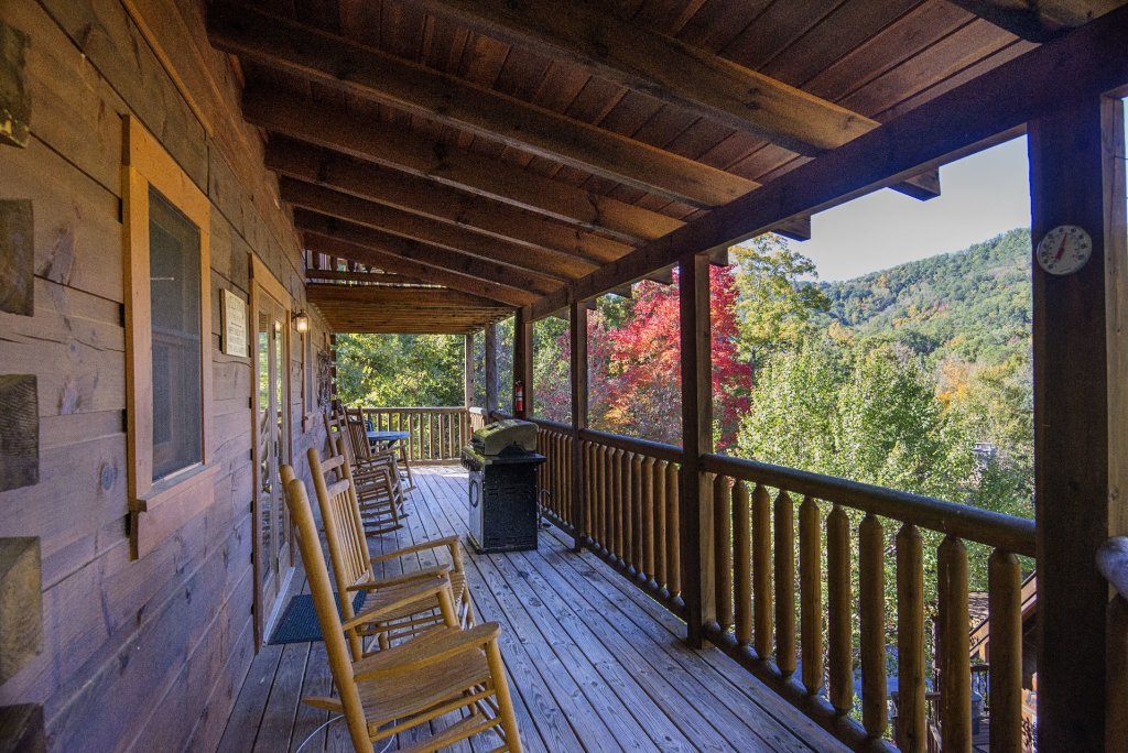 Photo of a Pigeon Forge Cabin named  Black Hawk Hideaway - This is the twenty-third photo in the set.
