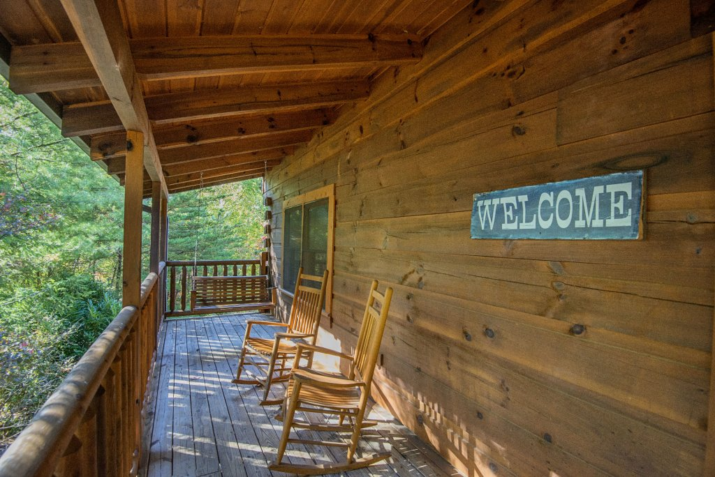 Photo of a Pigeon Forge Cabin named  Black Hawk Hideaway - This is the twentieth photo in the set.