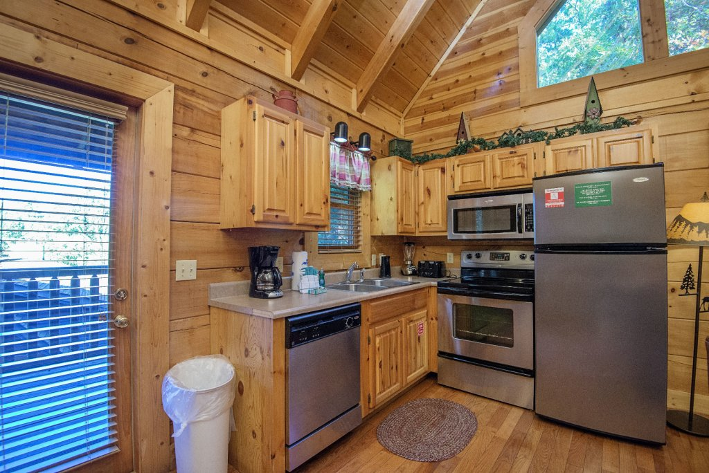 Photo of a Pigeon Forge Cabin named  Black Hawk Hideaway - This is the seventh photo in the set.