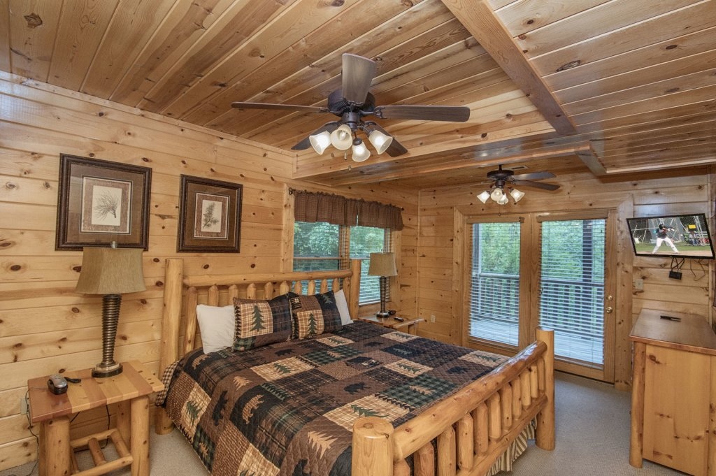 Photo of a Pigeon Forge Cabin named  Black Hawk Hideaway - This is the fortieth photo in the set.