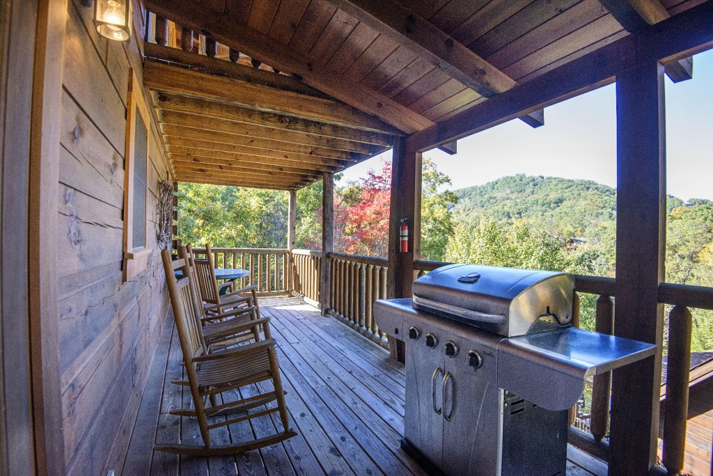 Photo of a Pigeon Forge Cabin named  Black Hawk Hideaway - This is the twenty-fifth photo in the set.