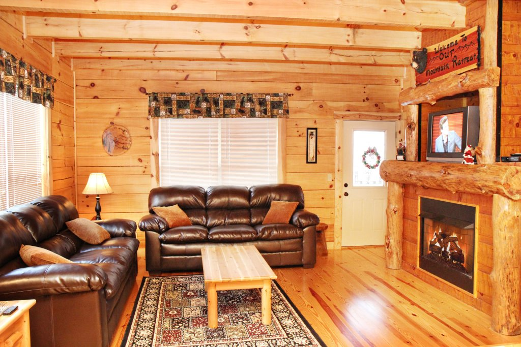 Photo of a Pigeon Forge Cabin named Cinema Falls - This is the fourth photo in the set.