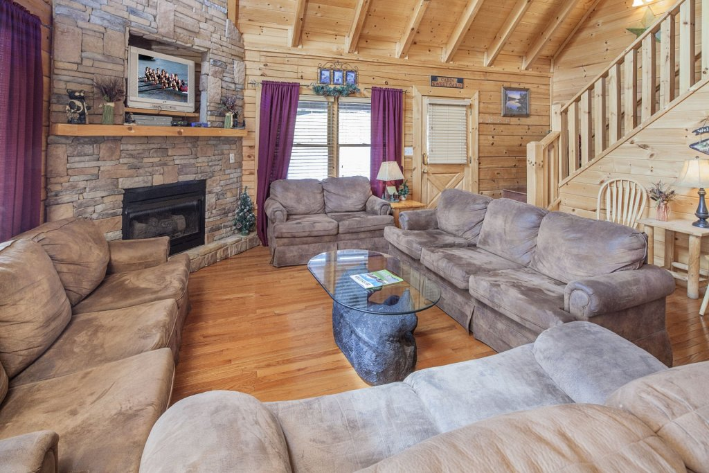 Photo of a Sevierville Cabin named  Black Beary Ridge - This is the third photo in the set.