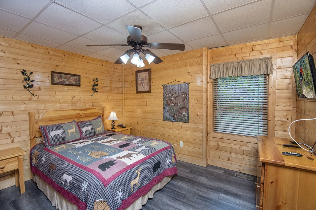 Photo of a Sevierville Cabin named  Tranquility - This is the thirty-fifth photo in the set.
