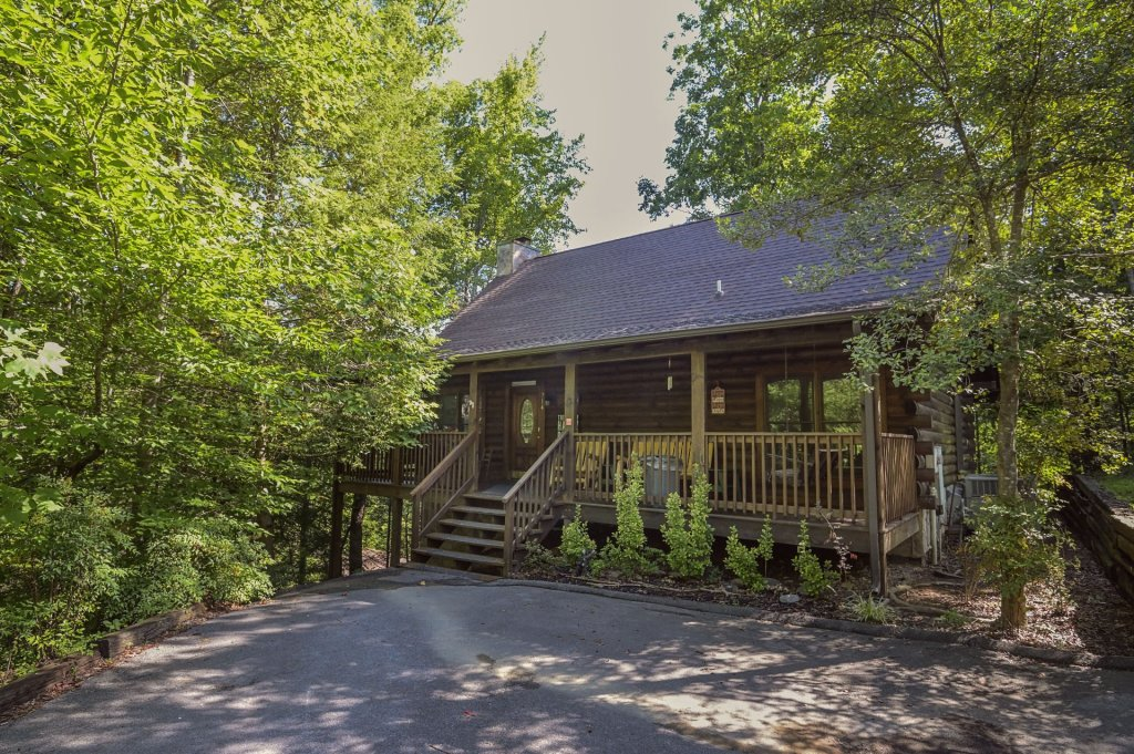 Photo of a Pigeon Forge Cabin named  Pirate's Cove - This is the first photo in the set.