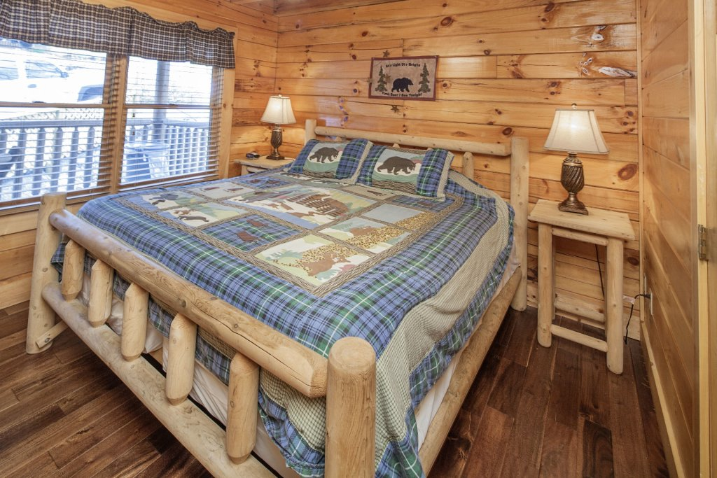 Photo of a Sevierville Cabin named  Black Beary Ridge - This is the twenty-third photo in the set.