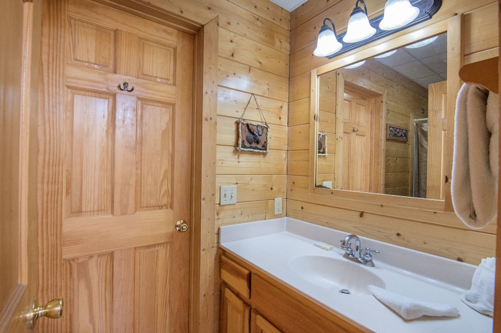 Photo of a Sevierville Cabin named  Tranquility - This is the seventeenth photo in the set.