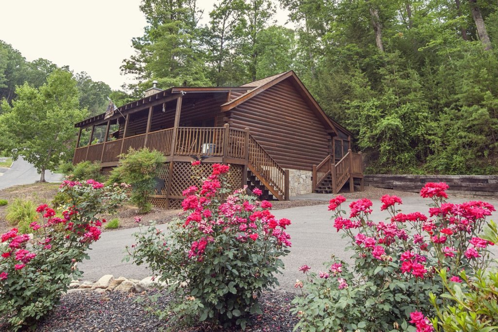 Photo of a Pigeon Forge Cabin named  A Smoky Mountain Dream - This is the first photo in the set.