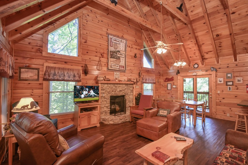 Photo of a Pigeon Forge Cabin named  Pirate's Cove - This is the fifth photo in the set.