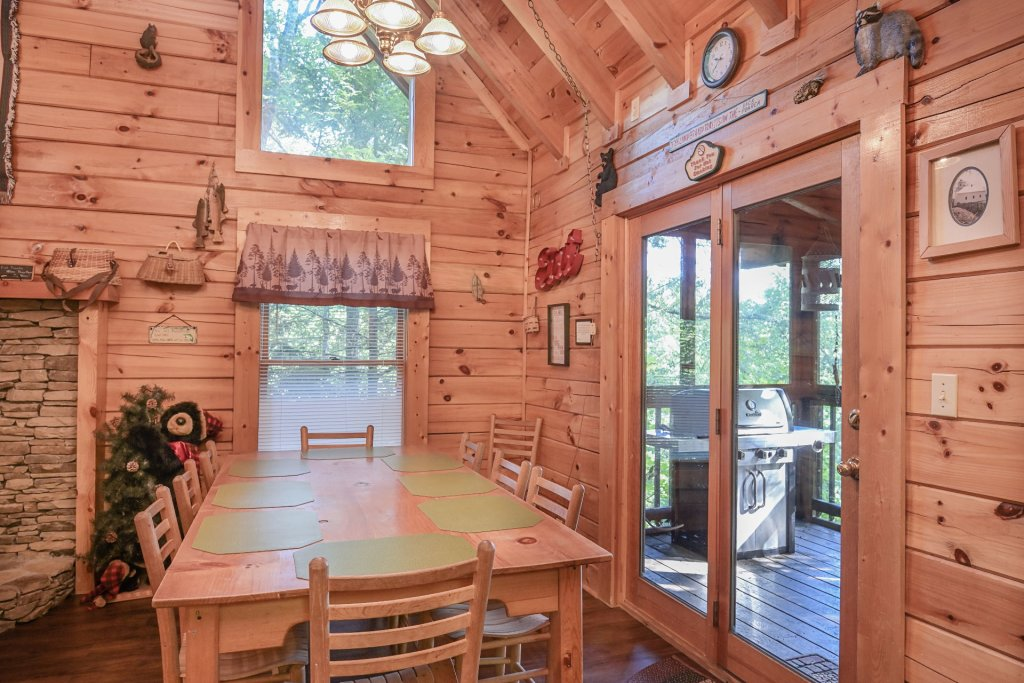 Photo of a Pigeon Forge Cabin named  Pirate's Cove - This is the fourth photo in the set.