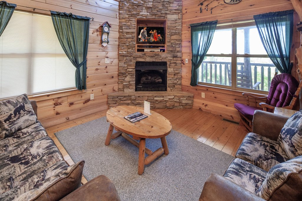 Photo of a Sevierville Cabin named Bear Hugs - This is the fourth photo in the set.