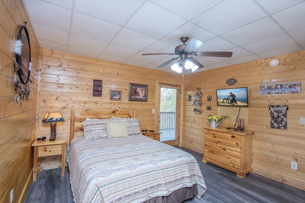 Photo of a Sevierville Cabin named  Tranquility - This is the thirty-seventh photo in the set.