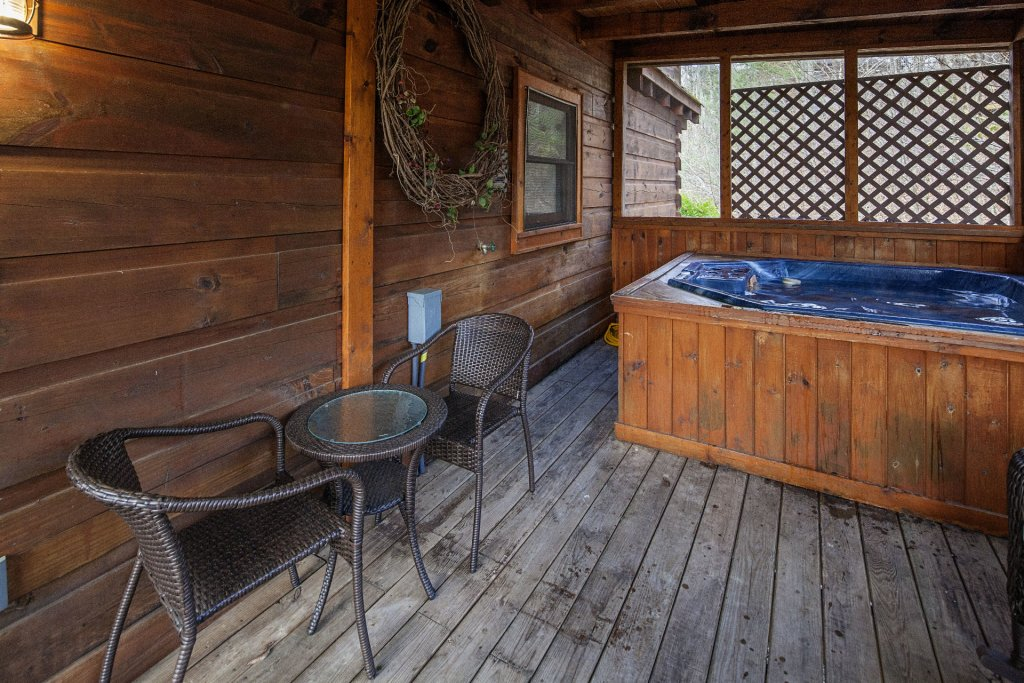 Photo of a Pigeon Forge Cabin named  Moody Blue - This is the twenty-fourth photo in the set.