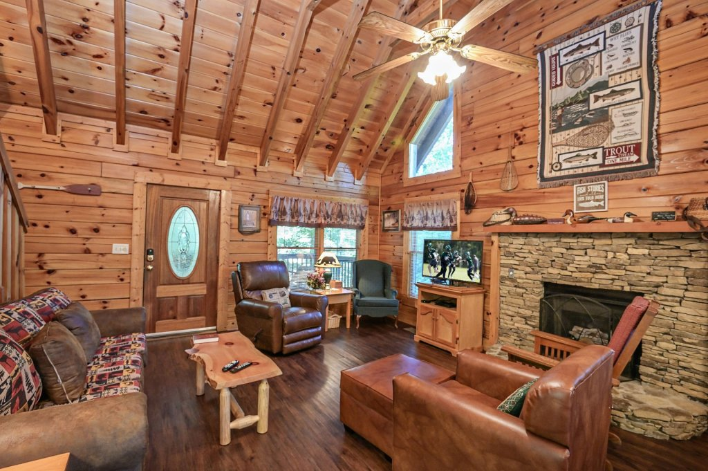 Photo of a Pigeon Forge Cabin named  Pirate's Cove - This is the second photo in the set.