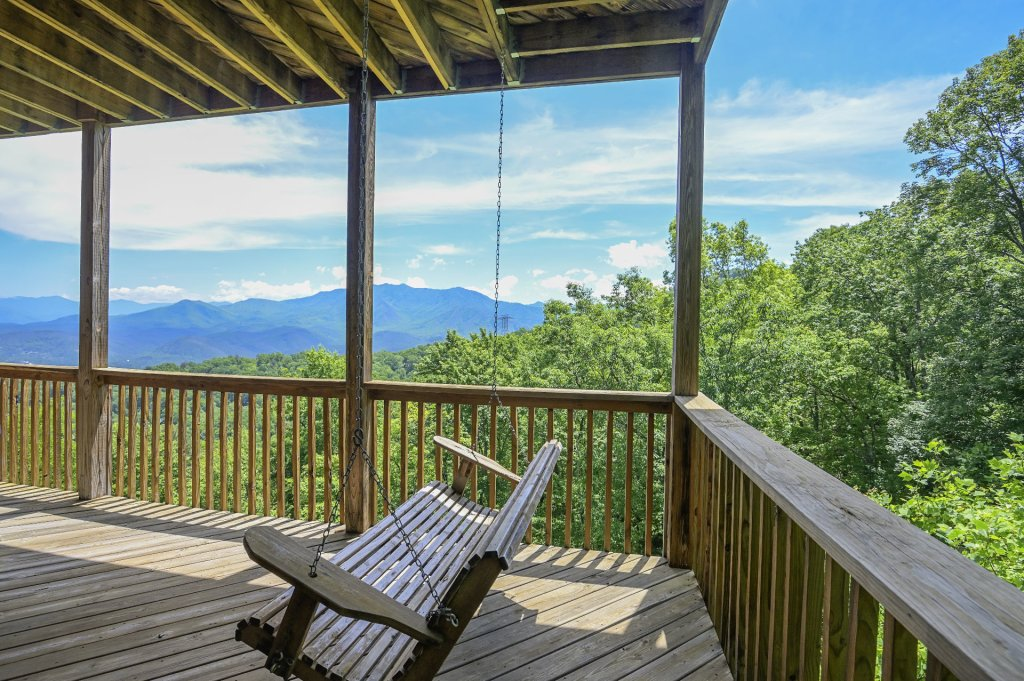 Photo of a Gatlinburg Cabin named Smokerise Lodge - This is the eighteenth photo in the set.