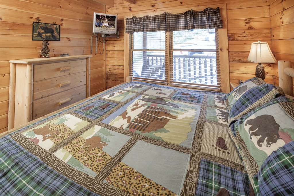 Photo of a Sevierville Cabin named  Black Beary Ridge - This is the twenty-fourth photo in the set.