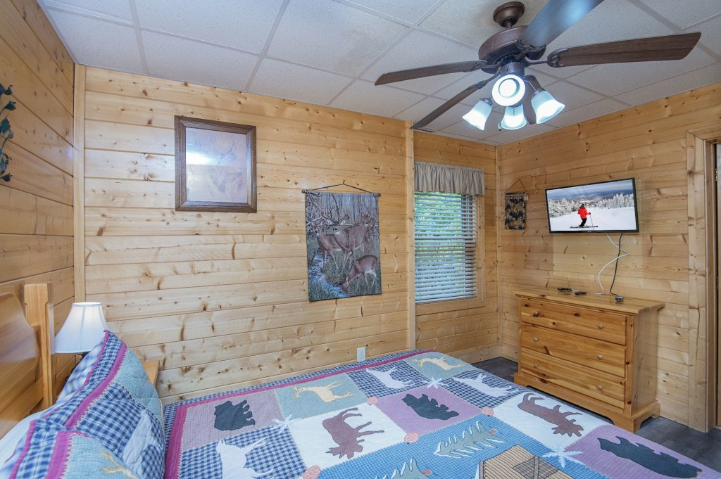 Photo of a Sevierville Cabin named  Tranquility - This is the thirty-sixth photo in the set.