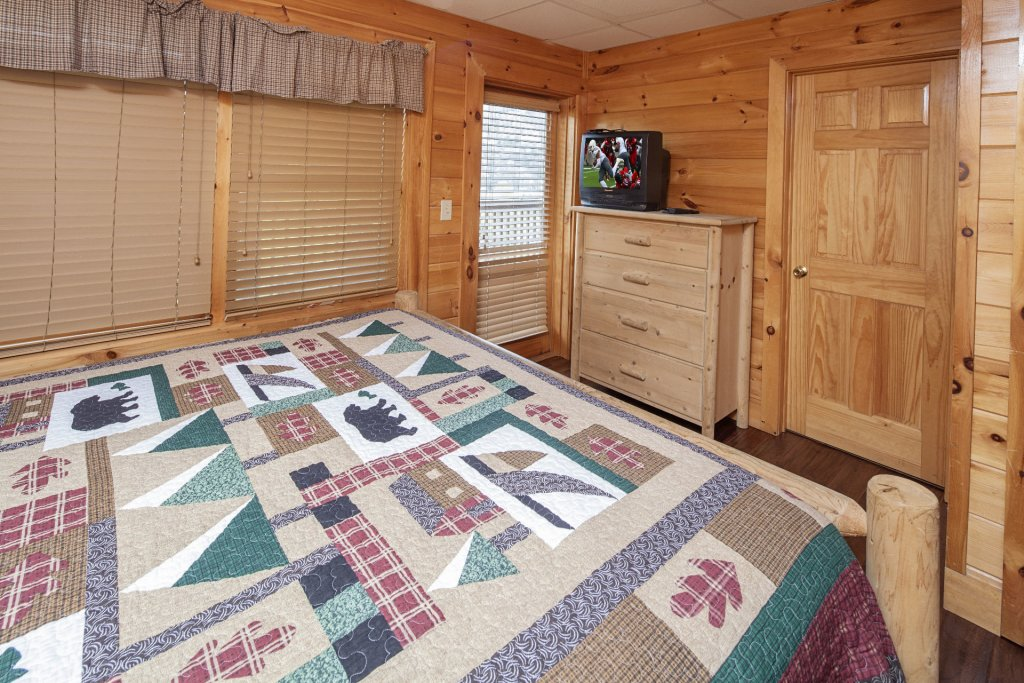 Photo of a Sevierville Cabin named  Black Beary Ridge - This is the thirty-first photo in the set.