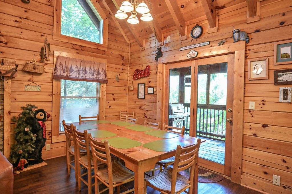 Photo of a Pigeon Forge Cabin named  Pirate's Cove - This is the third photo in the set.