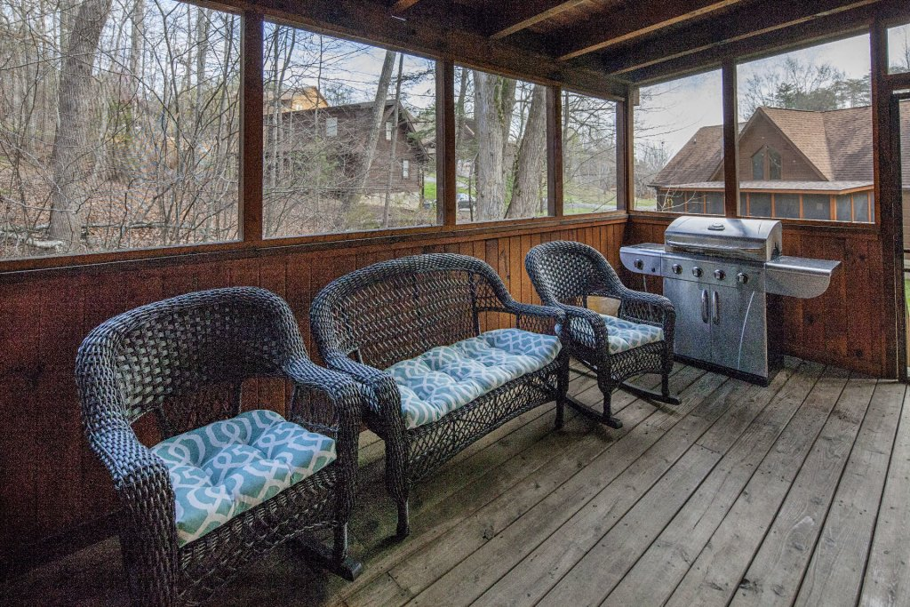 Photo of a Pigeon Forge Cabin named  Moody Blue - This is the twenty-third photo in the set.